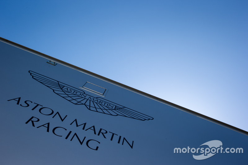 Aston Martin Racing, Transporter mit Logo