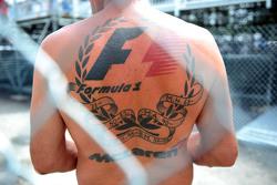 Фанат с татуировкой