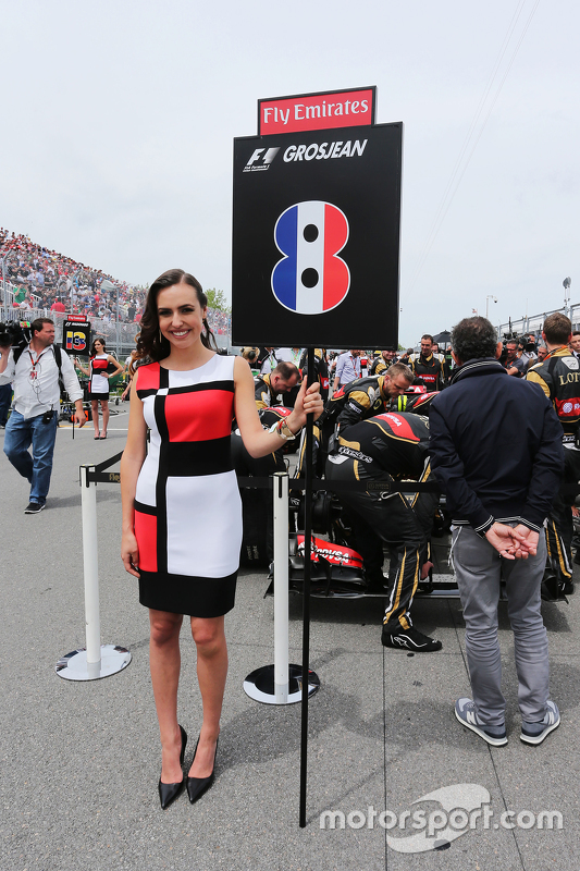 Grid girl for Romain Grosjean, Lotus F1 Team
