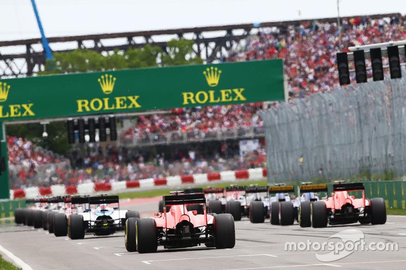 Roberto Merhi, Manor Marussia F1 Team and Will Stevens, Manor Marussia F1 Team at the start of the r