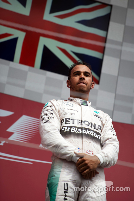 Podium: Race winner Lewis Hamilton, Mercedes AMG F2