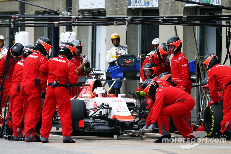 Will Stevens, Manor Marussia F1 Team, beim Boxenstopp