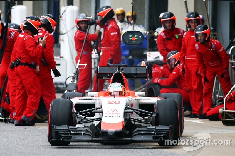 Will Stevens, Manor Marussia F1 Team makes a pit stop