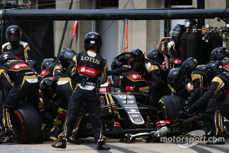 Pastor Maldonado, Lotus F1 E23, beim Boxenstopp