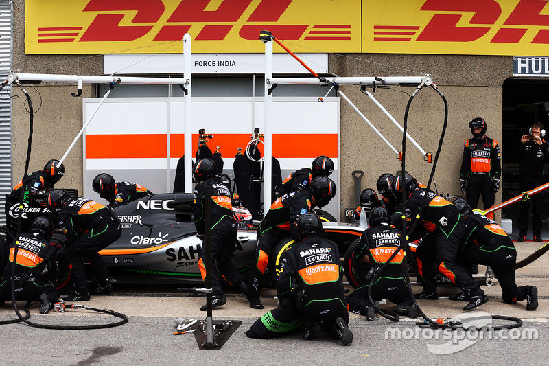Nico Hulkenberg, Sahara Force India F1 VJM08 makes a pit stop
