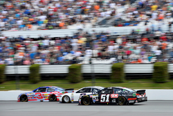 Austin Dillon, Richard Childress Racing Chevrolet and Brad Keselowski, Team Penske Ford con Justin A