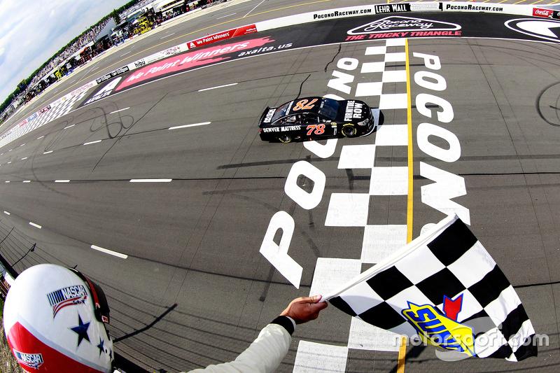 Il vincitore: Martin Truex Jr., Furniture Row Racing Chevrolet