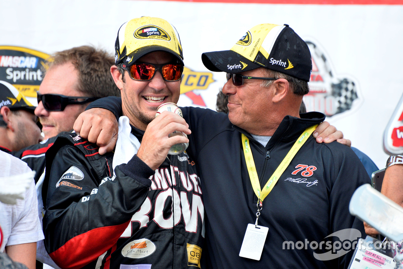 Pemenang balapan: Martin Truex Jr.: Furniture Row Racing Chevrolet