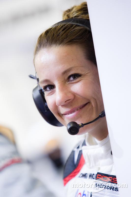 Ein bezauberndes Porsche-Teammitglied