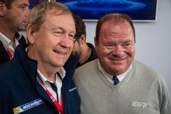 Паскаль Куаснон, глава Michelin Motorsport, и Чип Ганасси