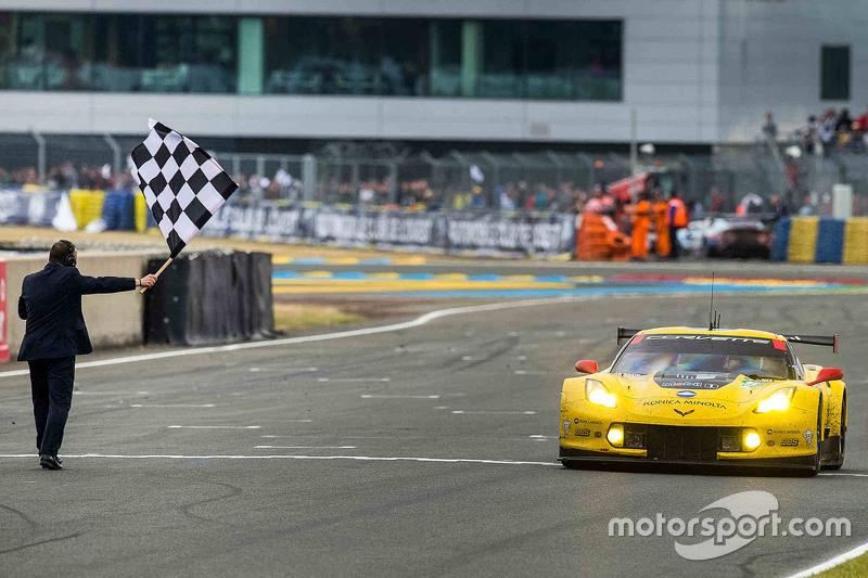 #64 Corvette Racing, Corvette C7.R: Jordan Taylor, Oliver Gavin, Tommy Milner mit dem Klassensieg