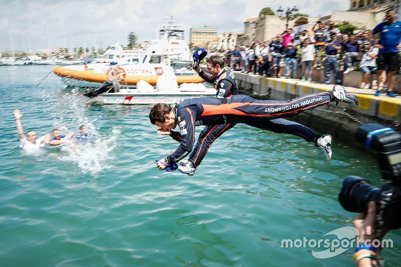 3. Thierry Neuville springt in den Hafen