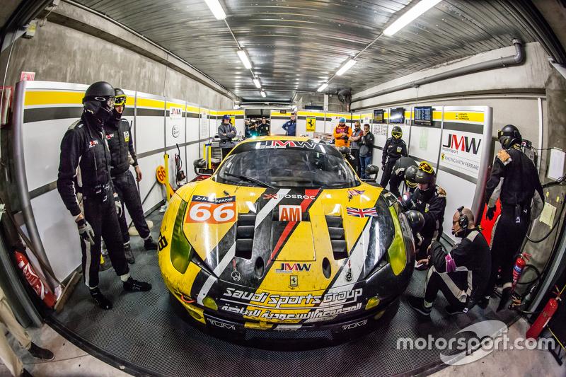 Pit stop for #66 JMW Motorsport Ferrari 458 GTE: Abdulaziz Al Faisal, Jakub Giermaziak, Michael Aven