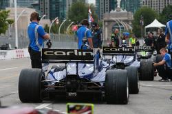 Carros da Carlin Racing prontos para a classificação