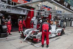 Pit stop for #8 Audi Sport Team Joest Audi R18 e-tron quattro: Lucas di Grassi, Loic Duval, Oliver Jarvis