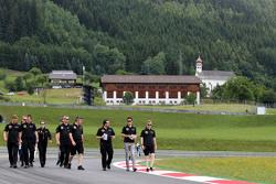 Jolyon Palmer, Lotus F1 Team and Julien Simon-Chautemps, Romain Grosjean race engineer, Lotus F1 Team