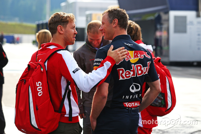Sebastian Vettel, Ferrari bersama Ole Schack, Red Bull Racing Mechanic