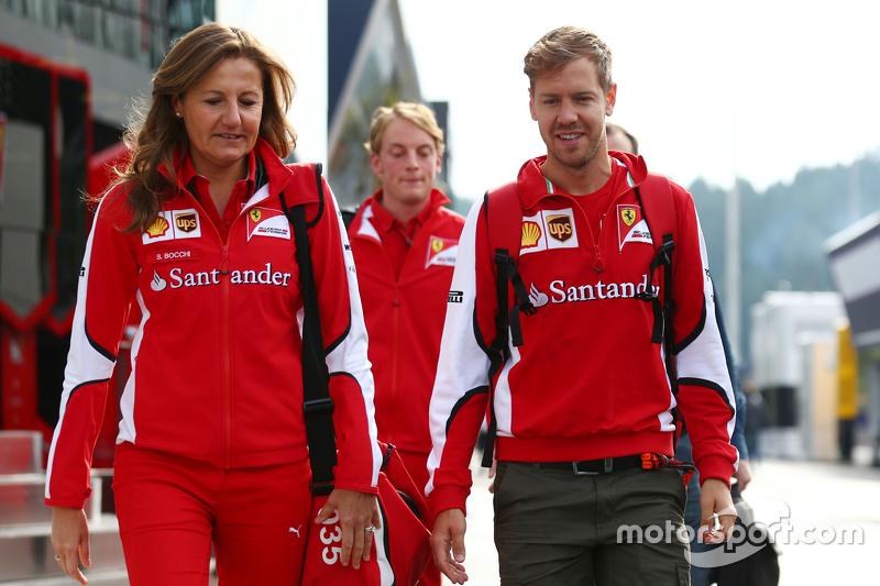 Stefania Bocchi, Ferrari-Pressevertreter, mit Sebastian Vettel, Ferrari