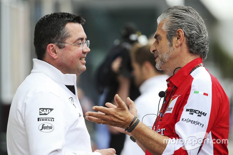 Eric Boullier, Rennleiter McLaren, mit Maurizio Arrivabene, Ferrari-Teamchef