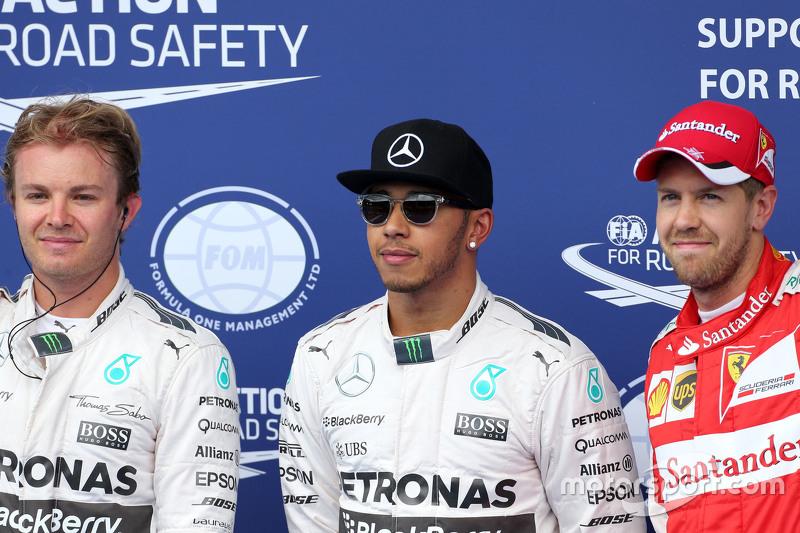 2. Nico Rosberg, Pole-Sitter Lewis Hamilton, Mercedes AMG F1, und 3. Sebastian Vettel, Ferrari SF15-