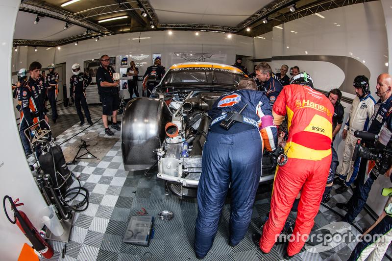 #96 Aston Martin Racing, Aston Martin Vantage GTE in der Box