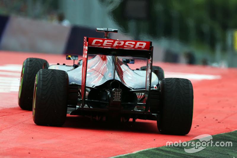 Max Verstappen, Scuderia Toro Rosso STR10 runs wide