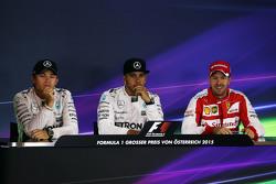 FIA-Pressekonferenz: Nico Rosberg und Lewis Hamilton, Mercedes AMG F1, und Sebastian Vettel, Ferrari
