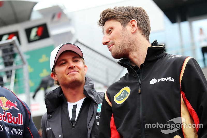 Nico Rosberg, Mercedes AMG F1, mit Romain Grosjean, Lotus F1 Team, bei der Fahrerparade