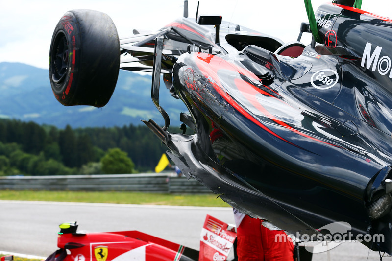 The damaged McLaren MP4-30 of Fernando Alonso, McLaren