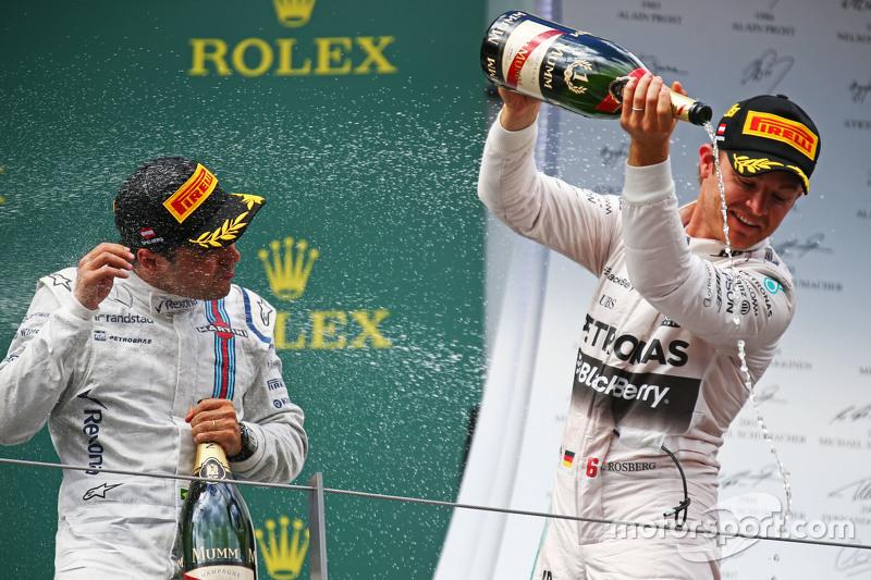 Race winner Nico Rosberg, Mercedes AMG F1 celebrates with the champagne with Felipe Massa, Williams,