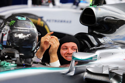 Juara balapan, Nico Rosberg, Mercedes AMG F1 W06 celebrates in parc ferme