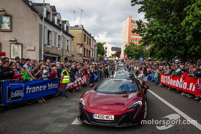 McLaren-Parade