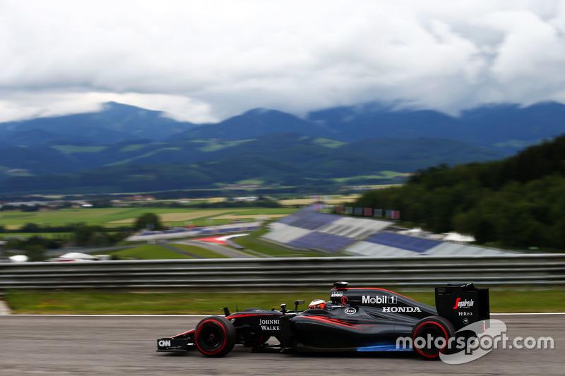 Stoffel Vandoorne, Pembalap Tes dan Cadangan McLaren MP4-30