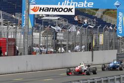 Chequered flag, 2 Jake Dennis, Prema Powerteam Dallara Mercedes-Benz