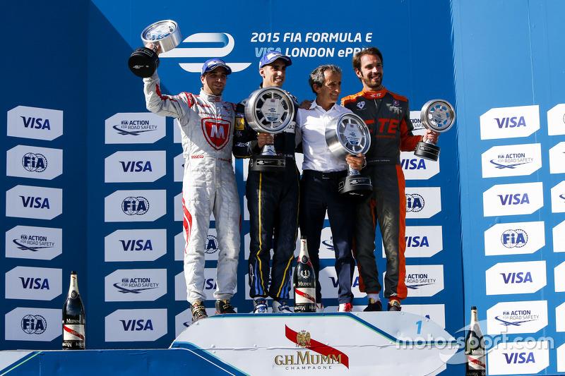 Race 1 Podium: peringkat kedua Jérôme d'Ambrosio, Dragon Racing winner Sébastien Buemi, e.dams-Renau