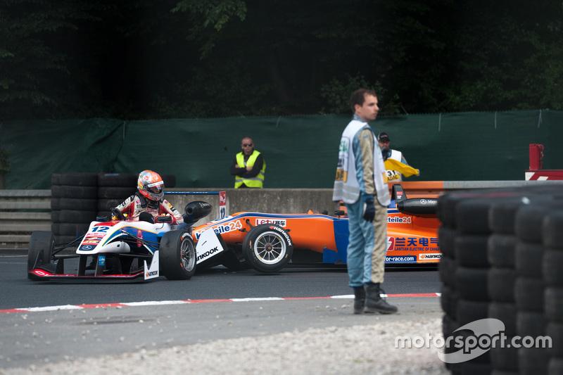 Pietro Fittipaldi, Fortec Motorsports Dallara Mercedes-Benz; Kang Ling, Mücke Motorsport Dallara Mer