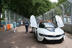 Автомобиль безопасности BMW i8