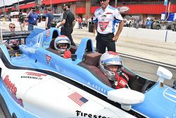 Jay Leno e Mario Andretti nella biposto IndyCar