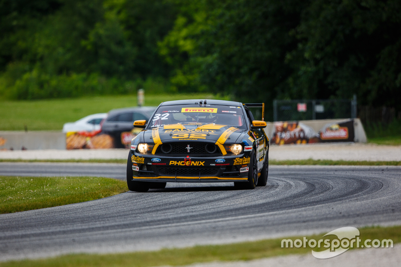 #32 Phoenix American Motorsports, Ford Mustang Boss302: Andrew Aquilante