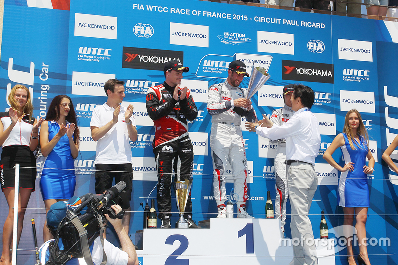 Podium: race winner Jose Maria Lopez, Citroën C-Elysée WTCC, Citroën World Touring Car team, second place Norbert Michelisz, Honda Civic WTCC, Zengo Motorsport, third position Ma Qing Hua, Citroën C-Elysée WTCC, Citroën Total WTCC