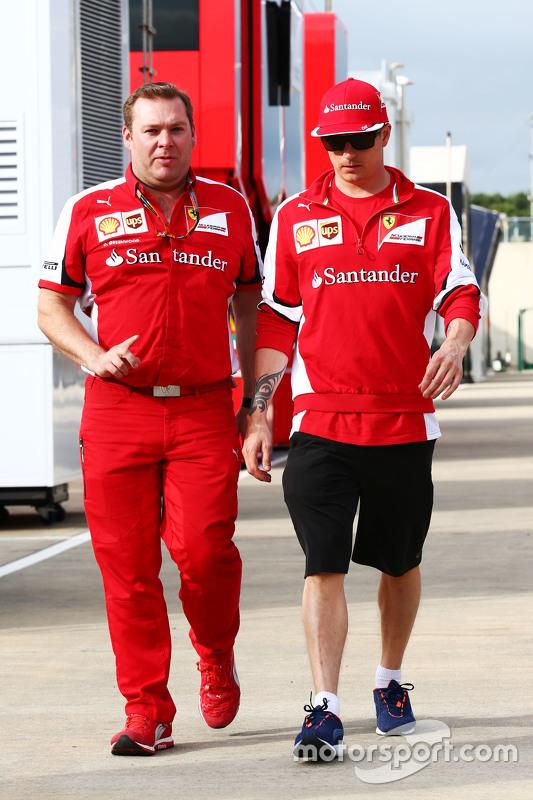 Dave Greenwood, Ferrari-Renningenieur, mit Kimi Räikkönen, Ferrari