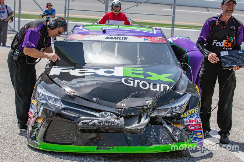 Das beschädigte Auto von Denny Hamlin, Joe Gibbs Racing, Toyota
