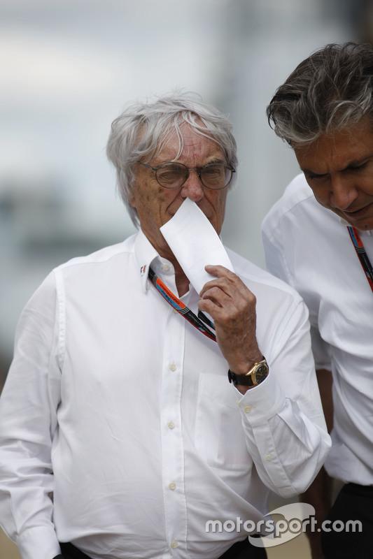 Bernie Ecclestone, met Pasquale Lattuneddu, van de FOM