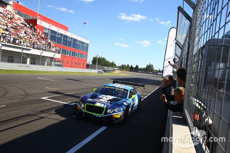 #84 Bentley Team HTP Bentley Continental GT3: Maximilian Buhk, Vincent Abril meraih kemenangan