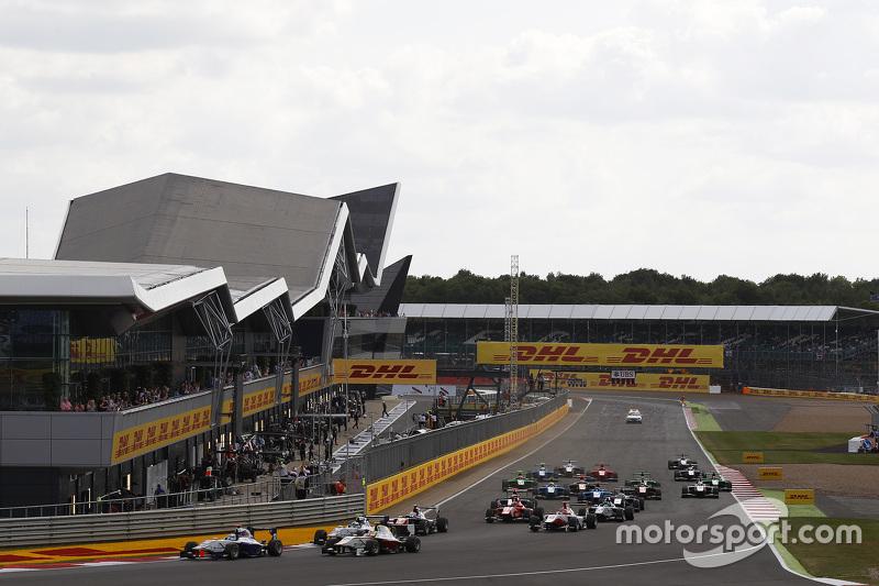 Маттхев Паррі, Koiranen GP, лідирує  Алекс Палоу, Campos Racing та Джіммі Еріксон, Koiranen GP