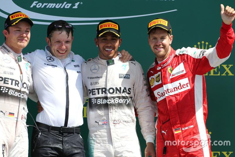Pódio: segunda posição Nico Rosberg, o vencedor Lewis Hamilton, Mercedes AMG F1 Team e o terceiro colocado Sebastian Vettel, Scuderia Ferrari