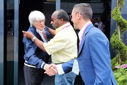 Bernie Ecclestone and Everett Souratt and Frankie Dettori