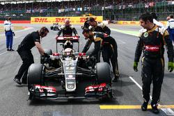 Pastor Maldonado, Lotus F1 E23 op de grid
