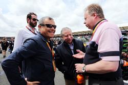 Sir Martin Sorrell, WPP CEO con Jean Todt, y Andy Palmer, CEO de Aston Martin