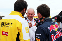 Cyril Abiteboul, Renault Sport F1 Managing Director met Dr Helmut Marko, Red Bull Motorsport Consultant en Christian Horner, Red Bull Racing teambaas op de grid